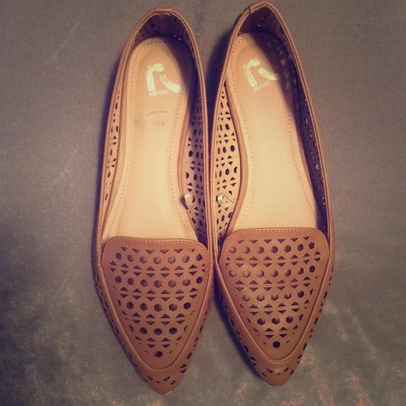 Report flat shoes